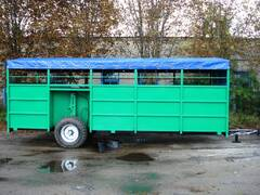 Tractor semi-trailers with hydraulic lift:    Livestock trai