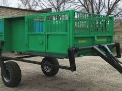 Tractor semi-trailers with hydraulic lift for pig breeding